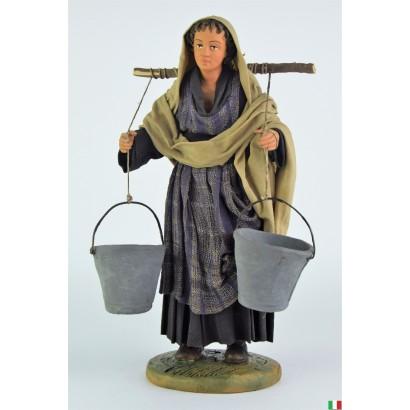 Donna che porta l'acqua in...