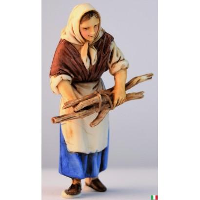 Donna con legna in mano...